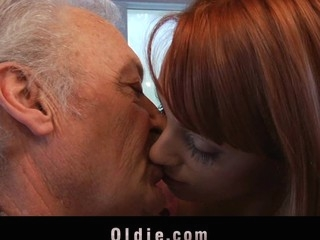 This old fellow comes to Erica's Fontes casting to try his chance. But grandpa has not..