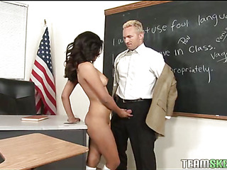 Well-hang boy-friend shafts his love-muscle deep into youthful vagina