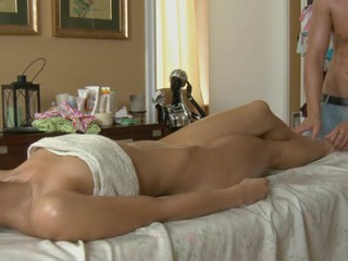 Beauty welcomes stud's snatch plowing after hawt massage