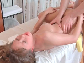 Jessy screaming like crazy while receiving sausage in her pussy