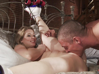 Sunny Lane is back and that babe's raring to go.  When a honey like Sunny wants her cookie..